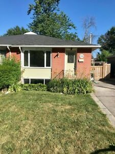 HOUSE FOR RENT IN BRONTE VILLAGE OAKVILLE CLOSE TO WATER