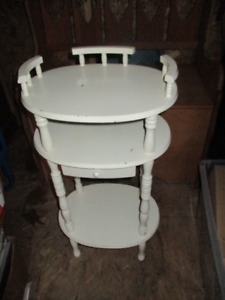 Unique Antique Style Oval Shaped Accent Table with Drawer