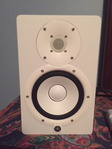 MINT CONDITION WHITE YAMAHA HS7s