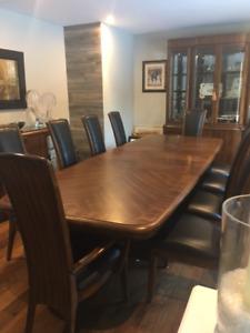 DINING ROOM SET -ENTERTAINER'S DREAM