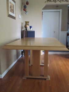 dinning table - must go