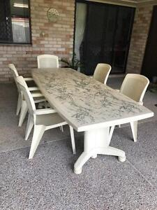 Outdoor extendable dinning table with x5 chairs Meadowbrook Logan Area Preview