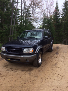 2000 Ford Explorer VUS- Négociable