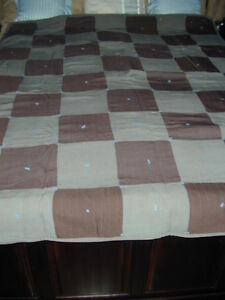 HAND MADE TWIN/SINGLE SIZE QUILT - VINTAGE