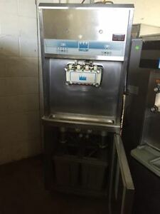 TAYLOR 3 HEAD ICE CREAM MACHINE MODEL8756WATER COOLED