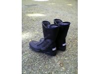 TOP QUALITY DAYTONA MOTORCYCLE BOOTS SIZE 8 (NEW)