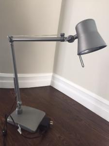 Modern Desk lamp/Lampe de bureau moderne