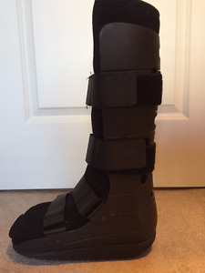 Walking cast boot