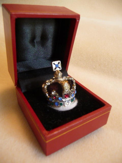 Royal State Crown of Queen Elizabeth presentation case