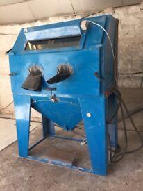 Industrial Sandblast Cabinet and Dust Extractor
