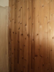 Lot de planches pin noueux pour mur (lambris)