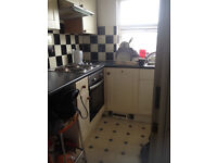 Furnished 1 bed flat in George Street (RG1) available April with parking