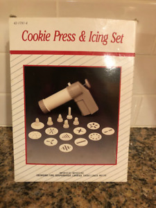COOKIE PRESS AND ICING SET