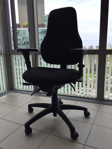 ERGONOMIC FULLY ADJUSTABLE SWIVEL CHAIR LIKE NEW / MINT