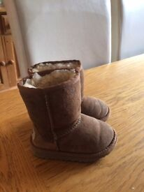 Girls Uggs size 6 VCG except for slight scuffing to toe