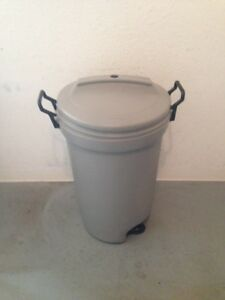 Rubbermaid Wheeled Garbage Container