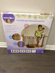 Top of Stair Baby Gate with Dual Bannister Installation Kit
