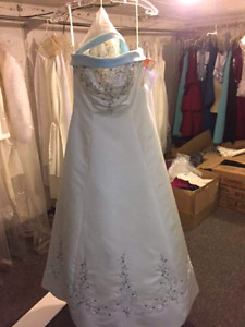 Dresses forsale 50-75% off retail