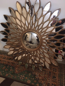 BEAUTIFUL GOLD DESIGN MIRROR FOR SALE(MUST PICK UP)