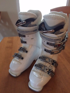 Salomon Alpine Downhill Heated ski boots for Women