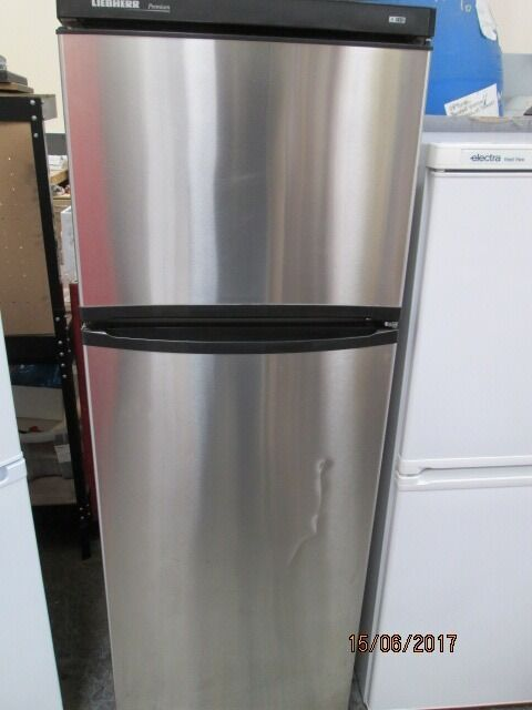 *LIEBHERR FULLY CHROMED OUT SHELL/FRIDGE FREEZER/FREE LOCAL DELIVERY IN DUNDEE AREA ONLY/VERY CLE