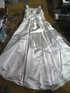 Classic Mori Lee Wedding Dress w long Train