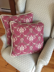 Window Topper (Valence) and Matching Cushions