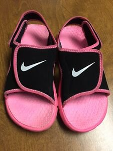 Size 5 Youth NIKE Adjust Sunray Sandals for Girls.