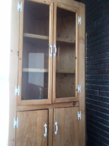 Country style corner cabinet / hutch