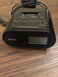 SONY  AM FM  Clock Radio  ICF-CO5iP Ipod Dock with cord & antenna