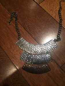 assorted costume jewelry-10$ -necklace/collier
