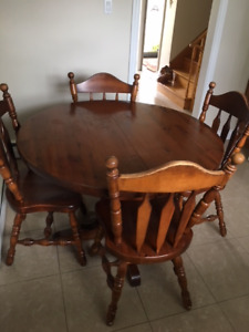 Solid Pine Round Kitchen Table with extension and 4 chairs