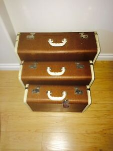 3 matching vintage suitcases