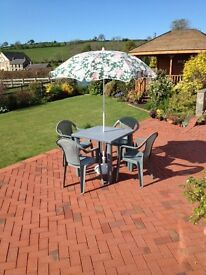 Garden dining set with parasol and stand