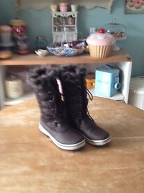 Ladies fur lined Boots size 6.5(40)