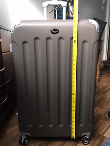 Large Spinner Pacific USA  suitcase - Brand new