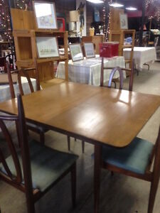 Vintage Dining Table/4 Chairs