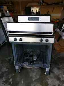 HALF PRICED TO SELL : GE gas stove in black and stainless [$70]