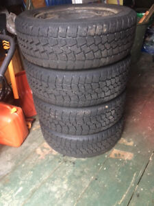 """four 17"""" winter tires on rims with pressure sensors 215 60 17"""