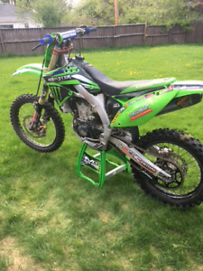 2011 KXF kawasaki 450 fuel injected dirt bike, motocross