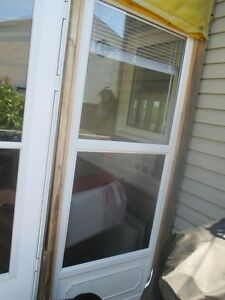 WHITE STORM DOOR EXCELLENT CONDITION
