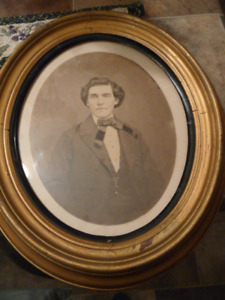 Beautiful Antique Oval Potrait Proto In A Gilt Wood Oval Frame