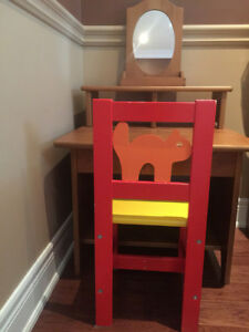 kid's writing desk / dresser & chair