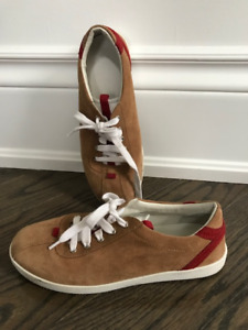 GUCCI KIDS SHOE, size 33, Nearly brand New!!!