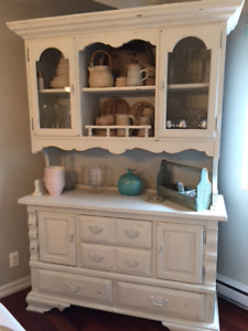 Beautiful Chaulk Painted Vintage Dining Buffet and Hutch