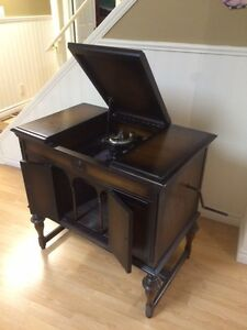 1920's Victrola / Gramaphone Cabinet