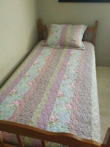 Twin Girl's bed spread Kitchener / Waterloo Kitchener Area image 1