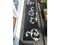 Striking Black and Cream Simple Flower Design Rug Runner
