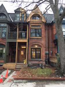 FOUR BEDROOM - TWO LEVEL UNIT - QUEEN AND DOVERCOURT
