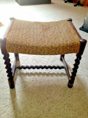 VINTAGE ANTIQUE OAK FOOTSTOOL BARLEY TWIST LEGS